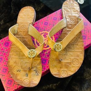 Tory Burch Thora leather Tan gold thong sandals 8